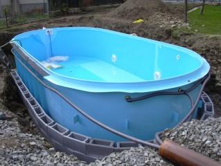 plastový bazén - realizace